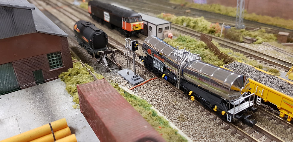 N Gauge 2 Aspect (Station Rd / Ye) Signal with Safety Cage