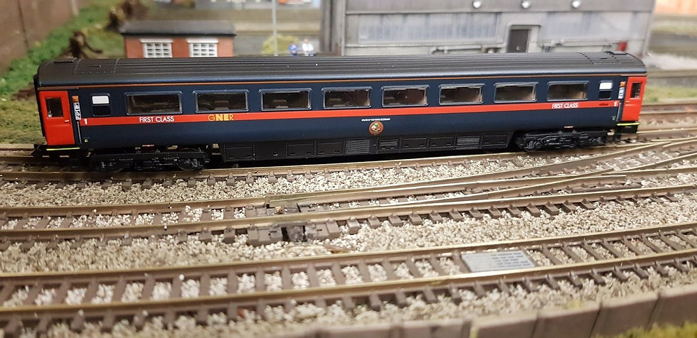 Dapol 2P-005-931 Mk3 TSO second open 42127 in GNER blue