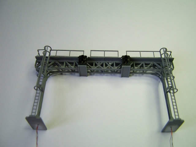 N Gauge Twin Track Gantry with 2 x 2 Aspect (Home) Signals