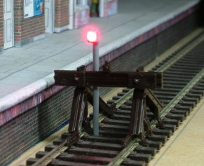 OO Gauge Single Post Buffer Light
