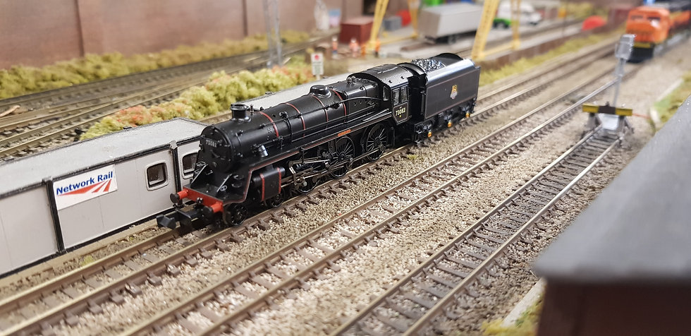 Farish 372-727 BR Standard Class 5MT 73082 BR Black Early Emblem 'Camelot'