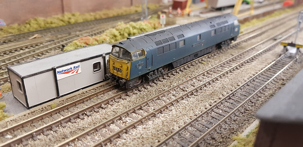 Dapol 2D-003-011 Class 52 BR Blue D1009 Western Invader (Weathered)