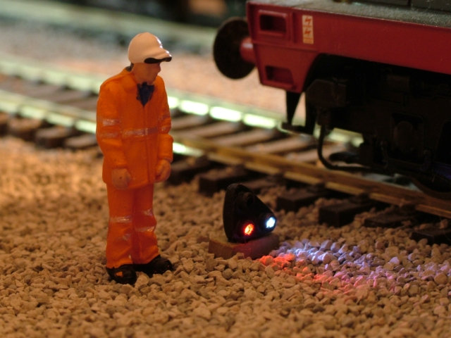OO Gauge GPLS (Red / White Shunt Signal)