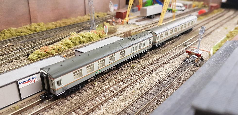 Farish 374-992 Mk1 Coach Pack Hunslet-Barclay Weed Killing Train