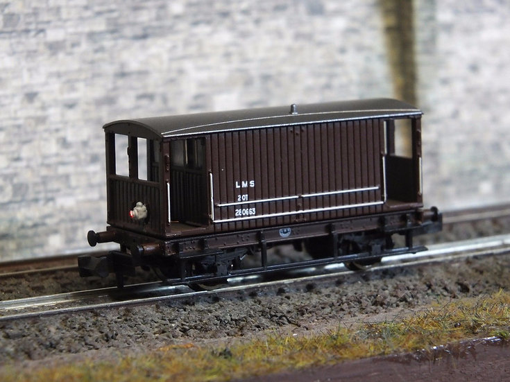 Farish 377-528 20T Brake Van BR Bauxite Late Weathered