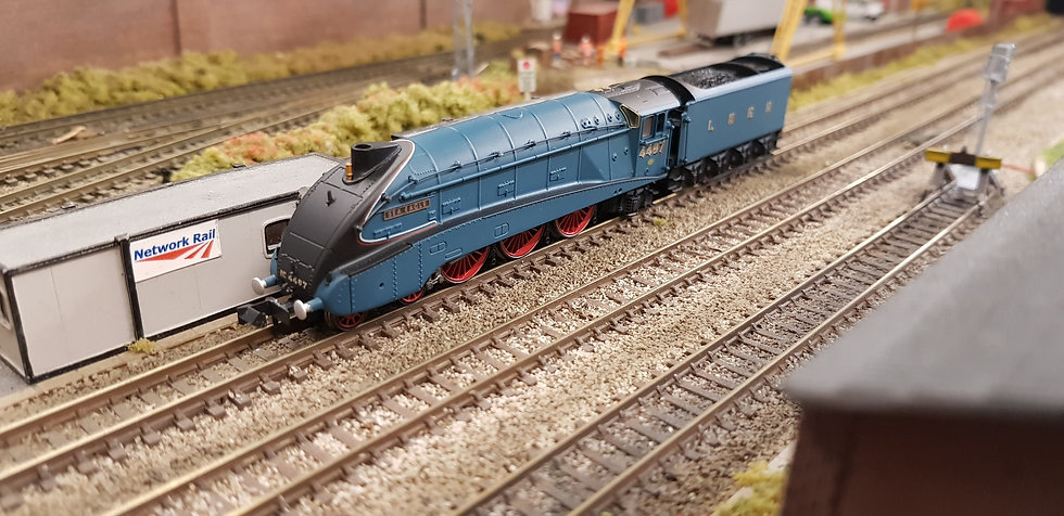 Dapol 2S-008-012 Class A4 4487 'Sea Eagle' LNER Garter Blue