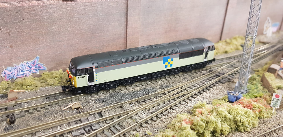 Dapol 2D-004-008 BR Class 56 56056 (Doncaster) Railfreight Construction
