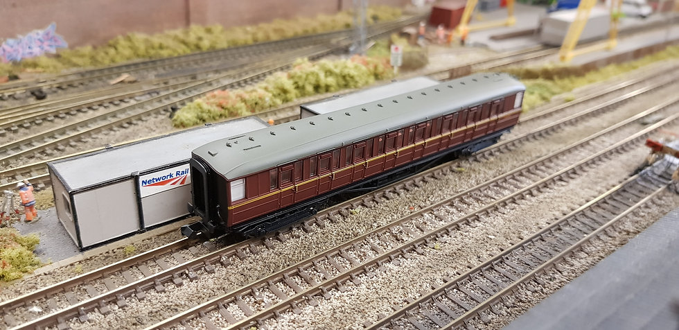Dapol 2P-011-071 Gresley Coach BR Maroon 2nd Class E12043E LBR