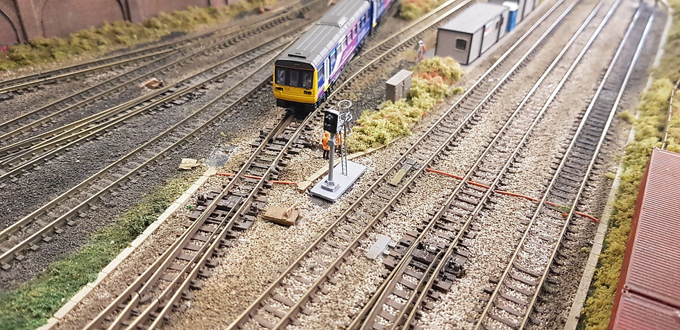 N Gauge 2 Aspect Dummy Signal With Cage (Non Working)