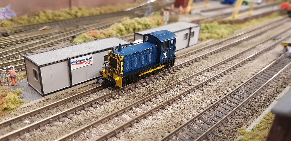 Farish 371-051C Class 04 Diesel Shunter D2295 BR Blue Wasp Stripes