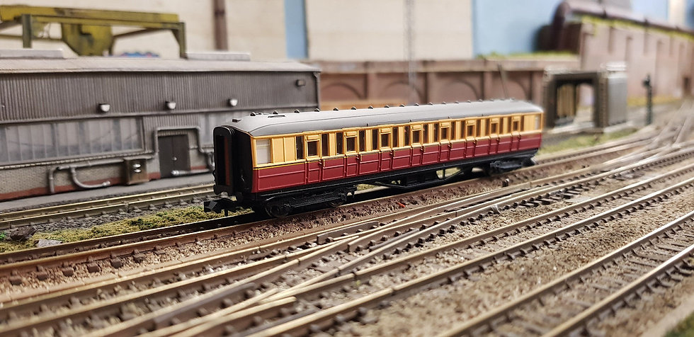 Dapol 2P-011-152 ex-LNER Gresley teak first class E11019E in BR carmine and cre