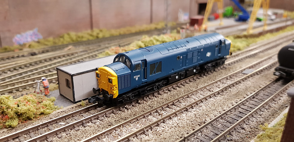 Farish 371-450A Class 37/0 37041 in BR blue with split headcode boxes