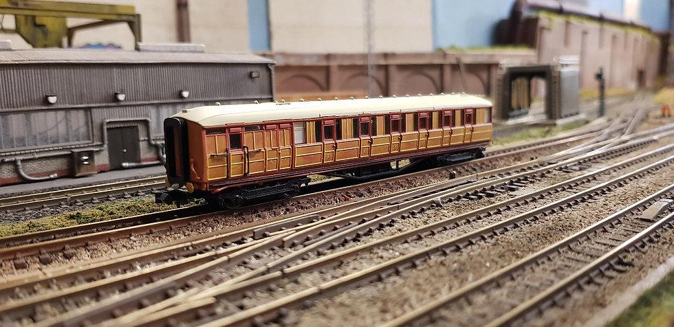 Dapol 2P-011-208 LNER Gresley teak brake 5542 in LNER teak livery