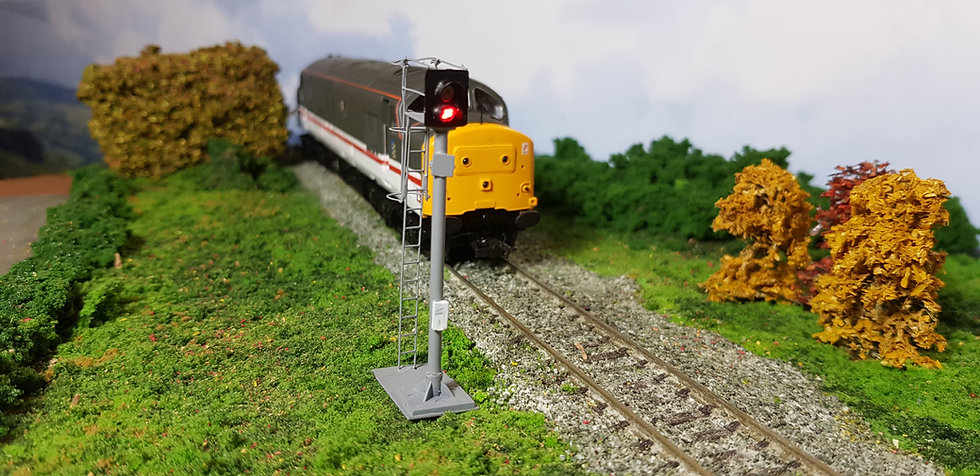 OO Gauge 2 Aspect Home Signal with Safety Cage