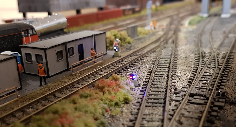 N Gauge 3 Light GPLS Red Shunt Signal