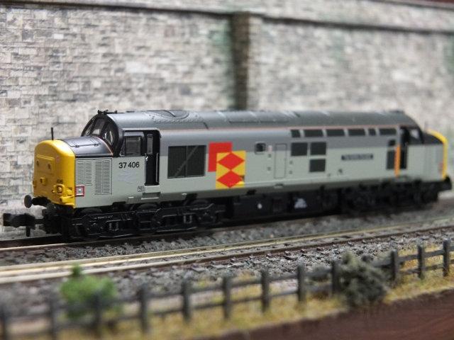 Farish 371-166 Class 37 406 RF Distribution 'Saltire Society'