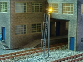 N Gauge Modern Double White Yard Light Kit (4 Light Pack)
