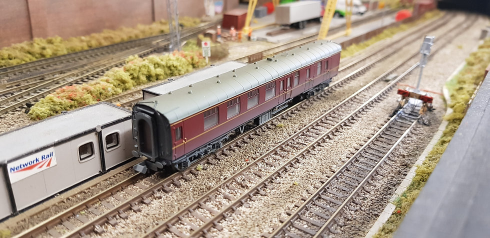 Farish 374-187 Mk1 BSK Brake Second Corridor BR Maroon Weathered