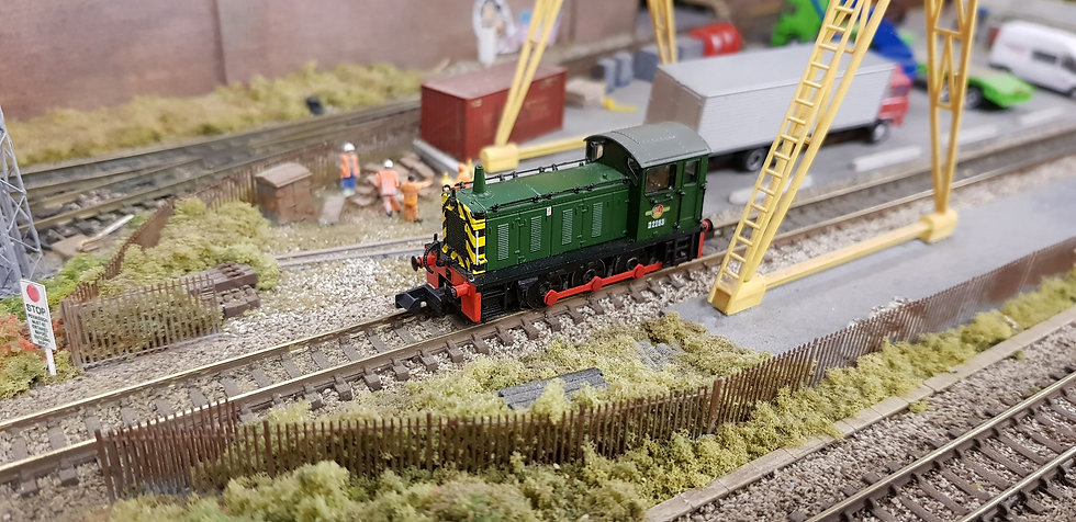 Farish 371-050C Class 04 Diesel Shunter D2283 BR Green With Wasp Stripes