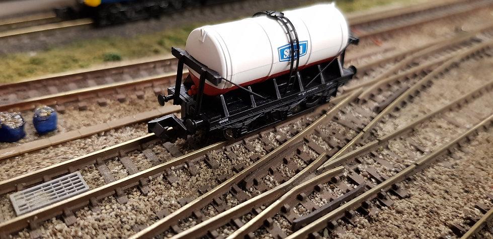 Dapol 2F-031-014 N Gauge 6 Wheel Milk Tank St. Ivel