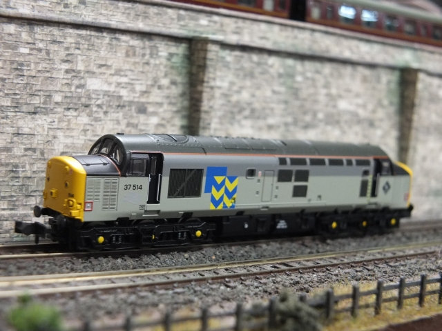 Farish 371-167 Class 37/5 37514 in Railfreight Metal Sector Livery