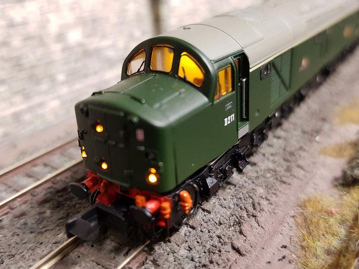 Farish 371-180 Class 40 D211 'Mauretania' in BR green