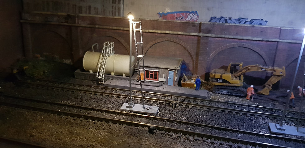 N Gauge Period Double White Yard Light