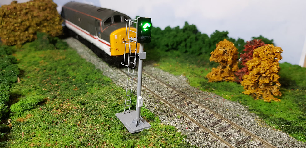OO Gauge 3 Aspect Home Signal with Safety Cage