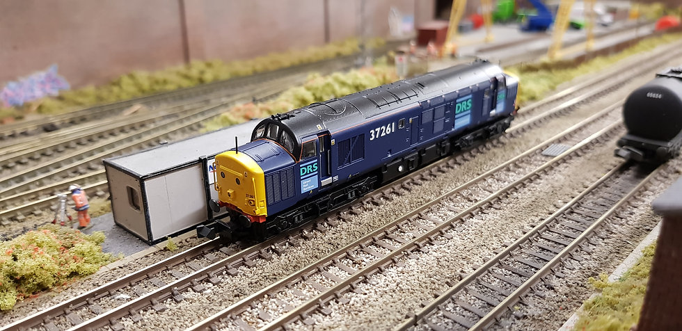 Farish 371-471 Class 37/0 37261 in Direct Rail Services blue