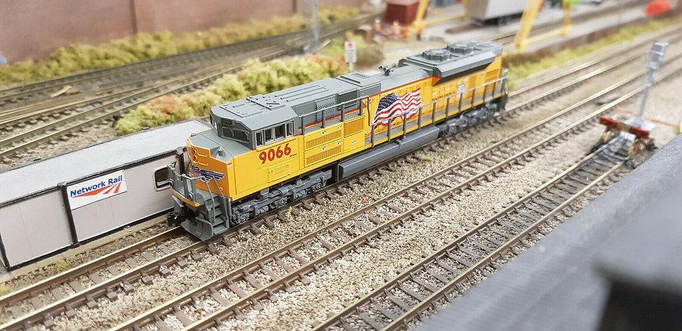 Kato 176-6321 N EMD SD70MAC BNSF Swoosh Locomotive #9748