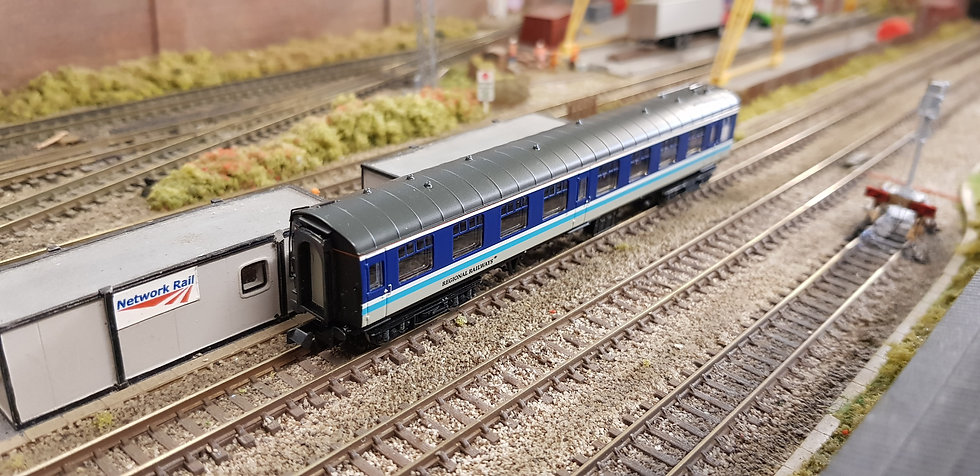 Farish 374-017 BR Mk1 TSO Second Open Coach Regional Railways