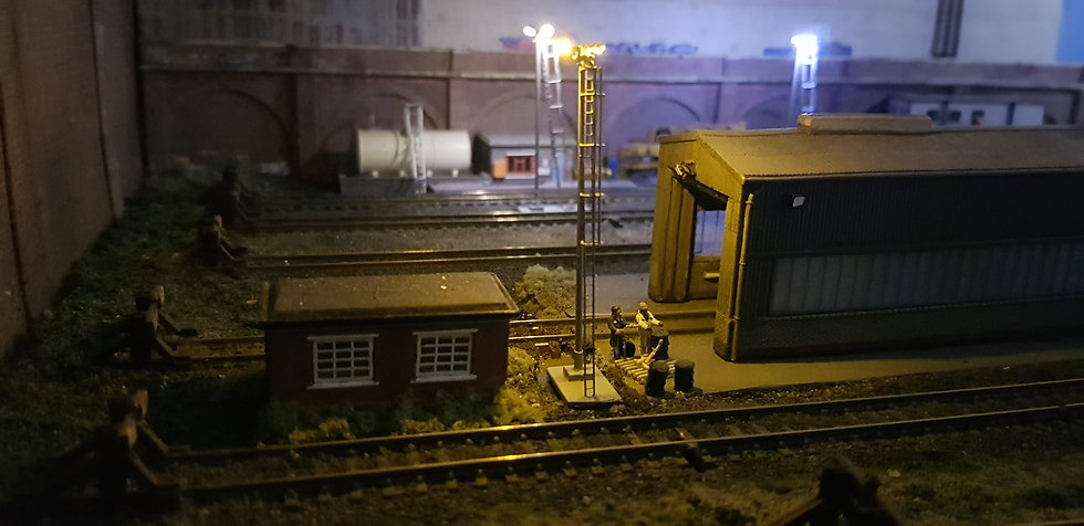 N Gauge Modern Single Yellow Yard Light
