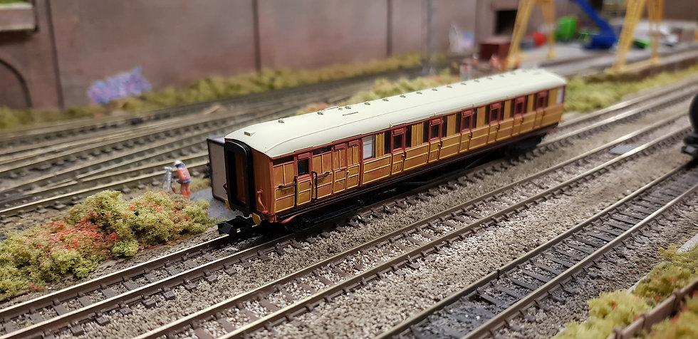 Dapol 2P-011-207 LNER Gresley teak brake 5534 in LNER teak livery