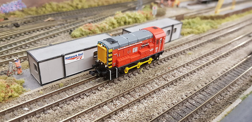 Farish 371-024 Class 08 08907 DB Schenker Red