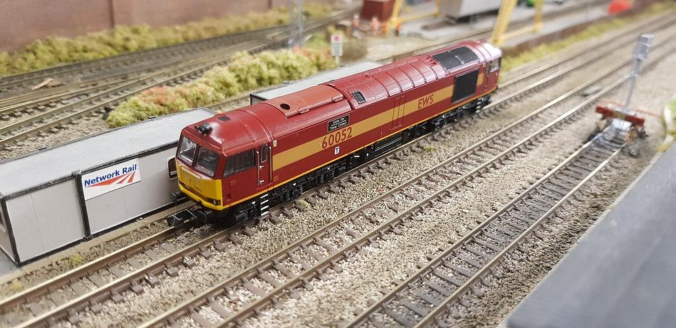 Farish 371-350 Class 60 60052 EWS Livery Glofa TWR