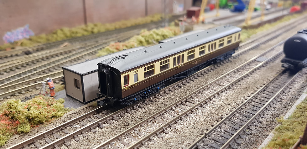 Farish 374-536 Hawksworth 3rd Class Corridor GWR Chocolate & Cream