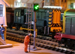 OO Gauge 2 Aspect Station Signal with Safety Ring