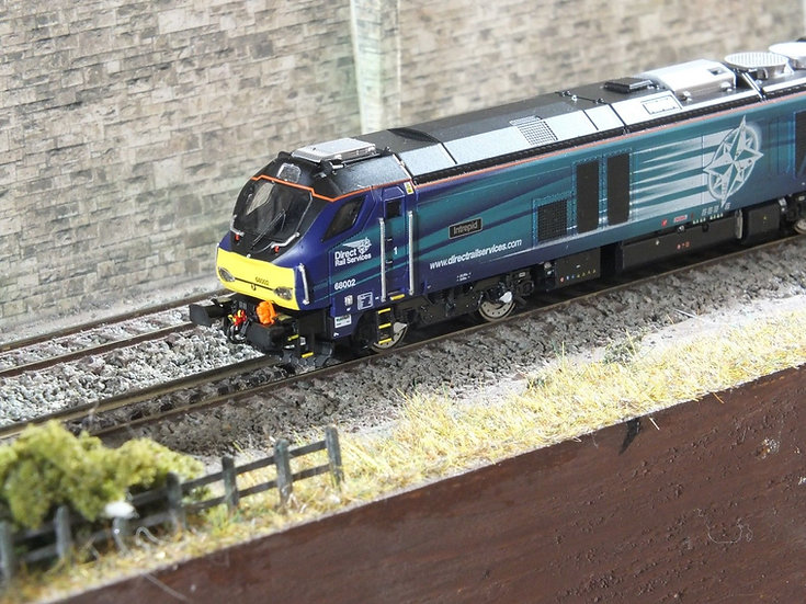 """Dapol 2D-022-002 Class 68 68005 """"Defiant"""" in DRS livery"""