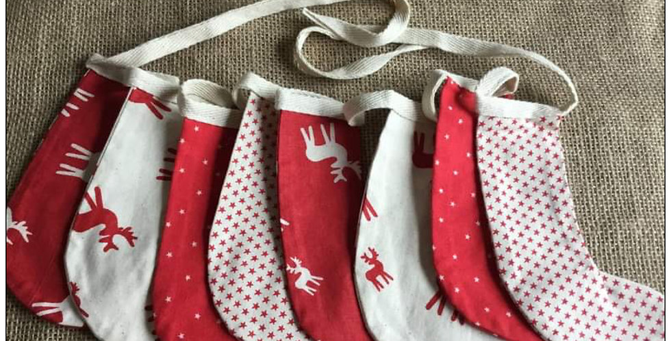 Stocking bunting in red and Winter white (002)
