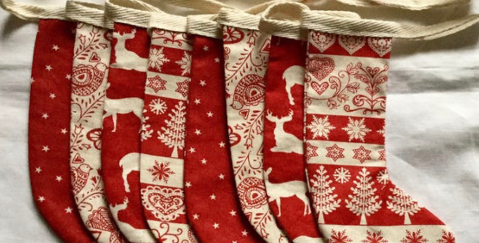 Stocking bunting in red and Winter white (001)
