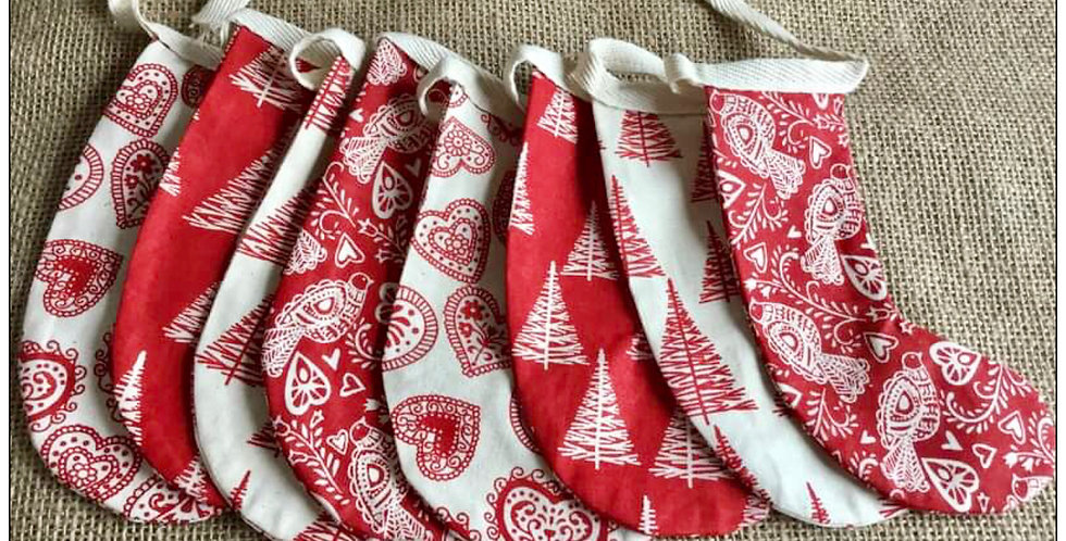 Stocking bunting in red and Winter white (003)