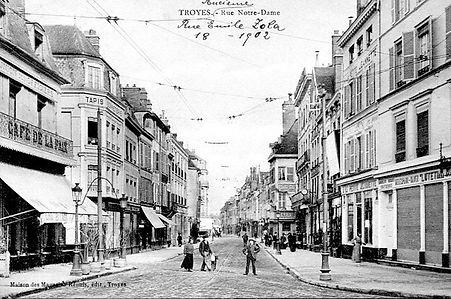 LE CAFE DE LA PAIX DE TROYES EN 1902.jpg