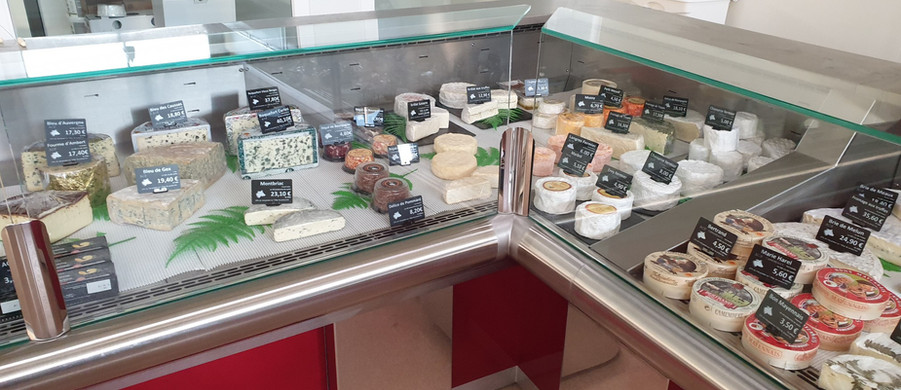 FROMAGERIE POUILLOT VITRINES INTERIEURES