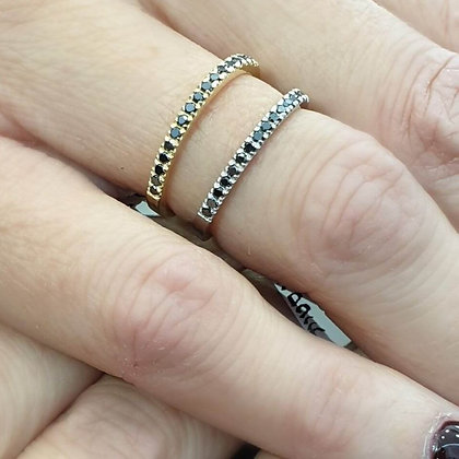 טבעת יהלומים שחורים שורה - משובצת 0.18 קראט