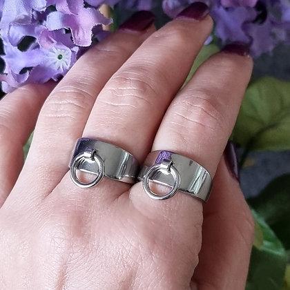 טבעת כסף רחבה עם חישוק