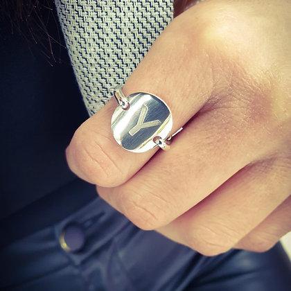 טבעת מטבע בשילוב חריטת אות