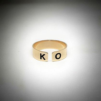 טבעת פס פתוחה עם חריטה