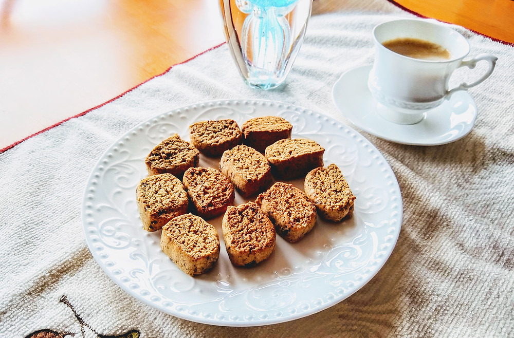 Almond cookies with coffee