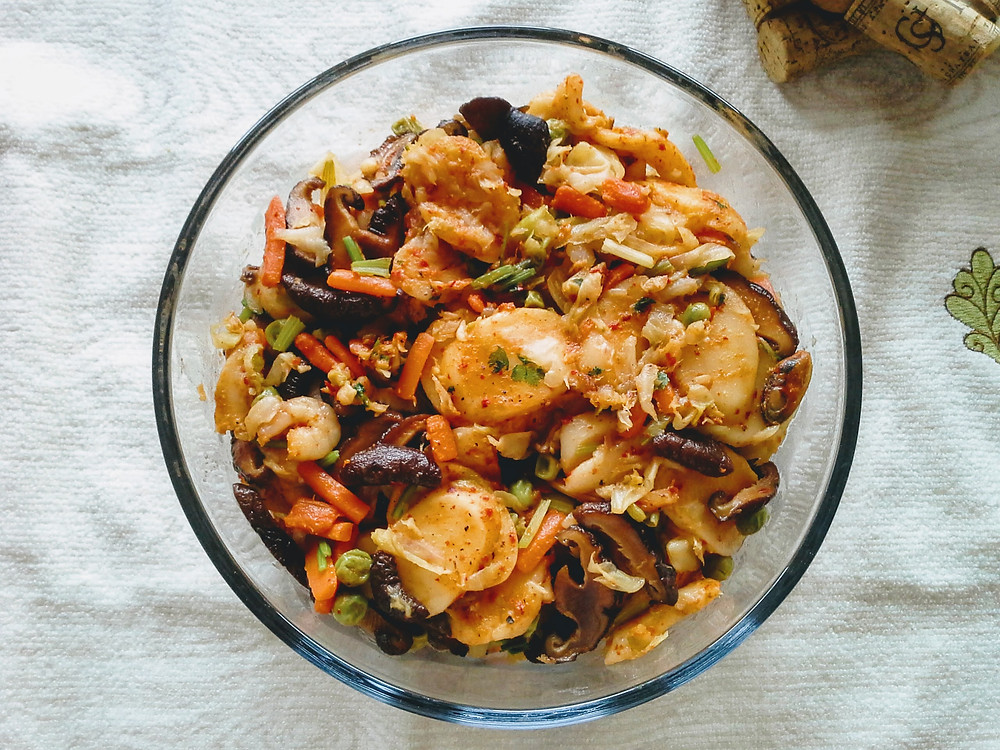 Stir-fried rice cake with vegetables and seafood