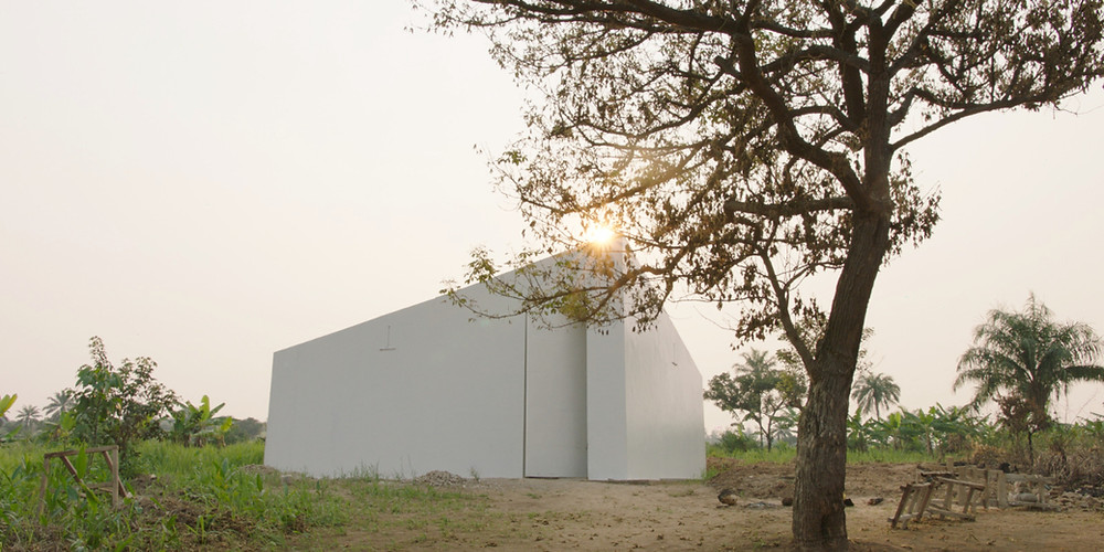 Still uit Renzo Martens' docu 'White cube'